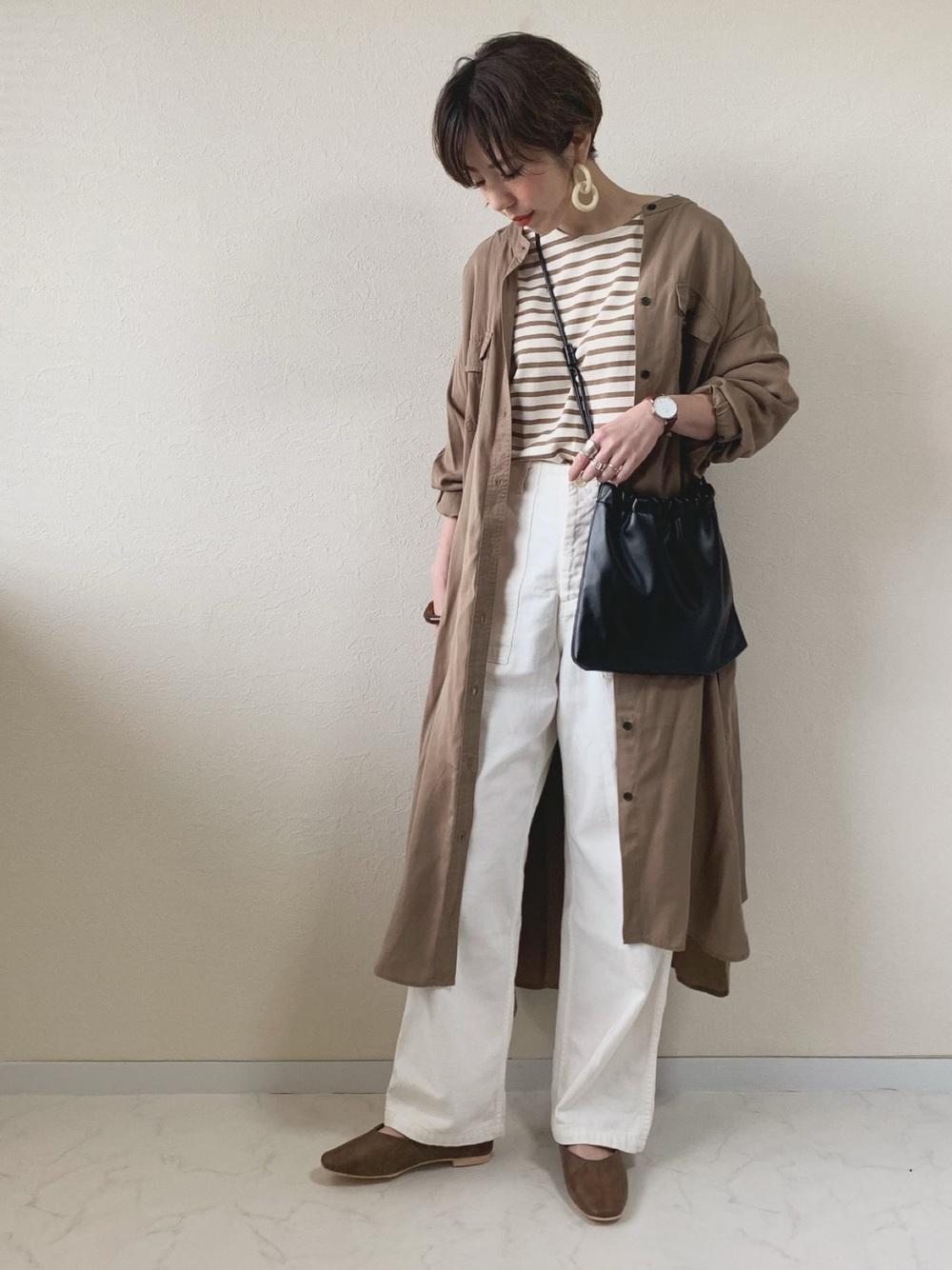 「白色牛仔褲」穿搭技巧打造春清新好感