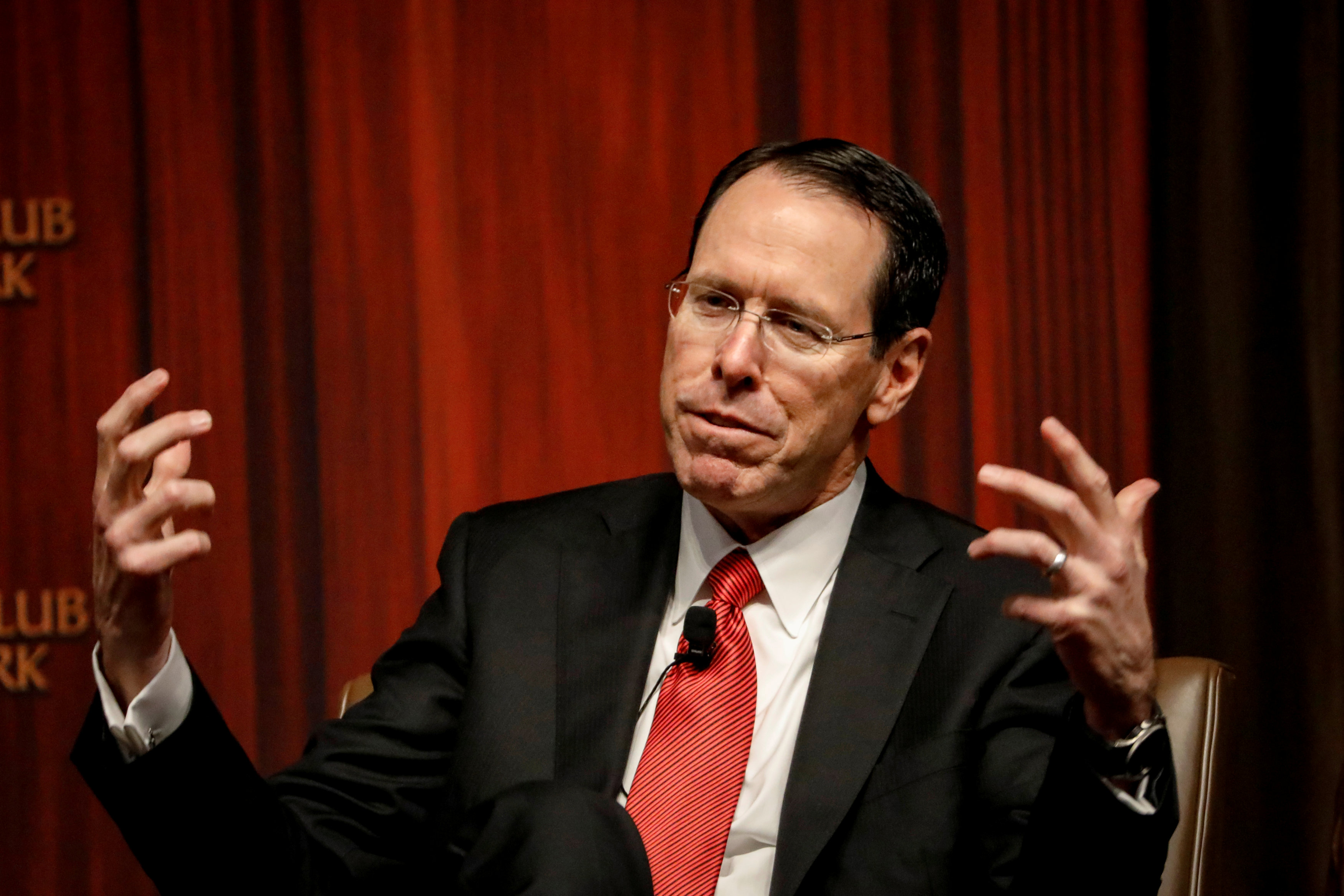 AT&T plans to give $1,000 bonuses to 200,000 employees because of tax reform