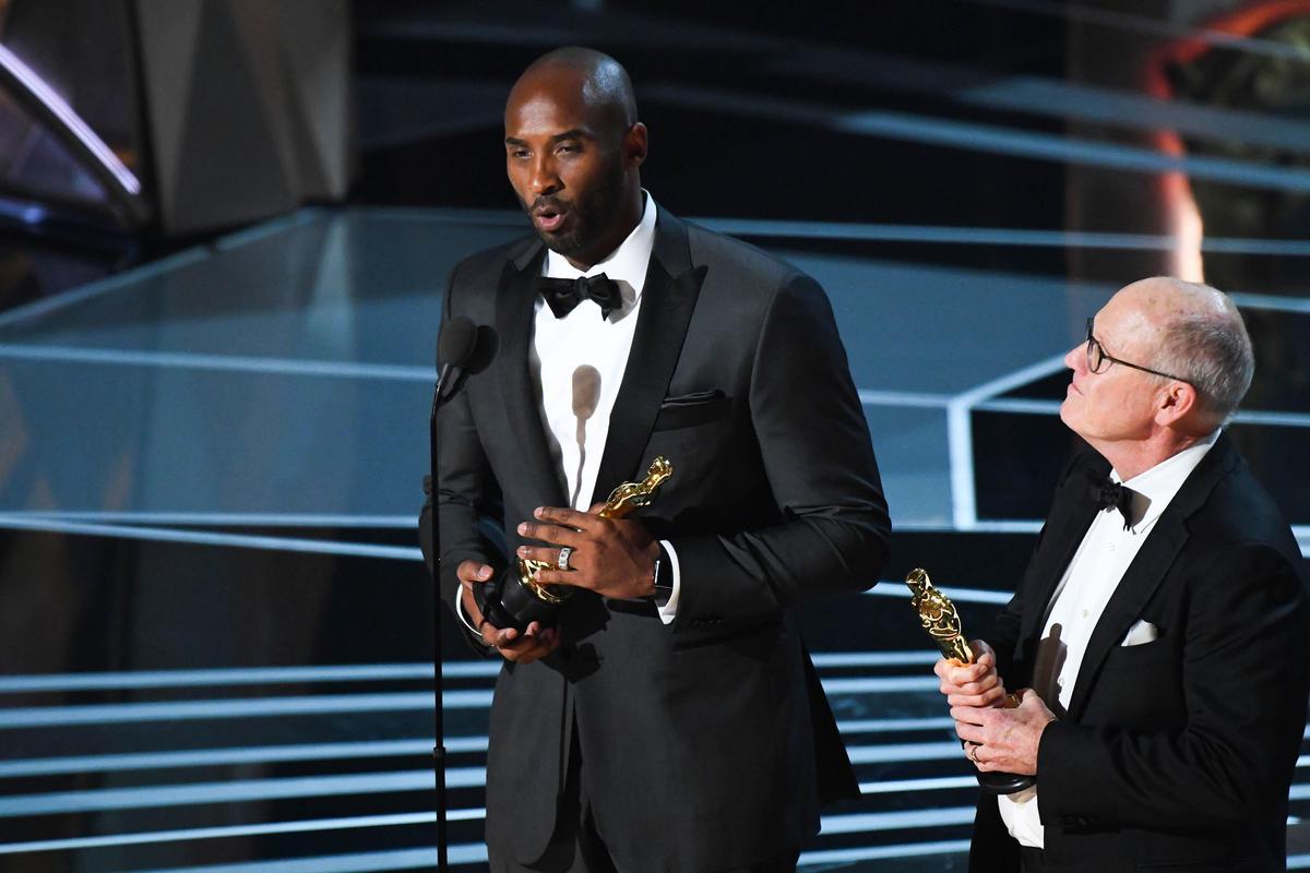 史上第一位拿到奧斯卡小金人的前NBA球星Kobe Bryant,親自上台發表感言。(東方IC)