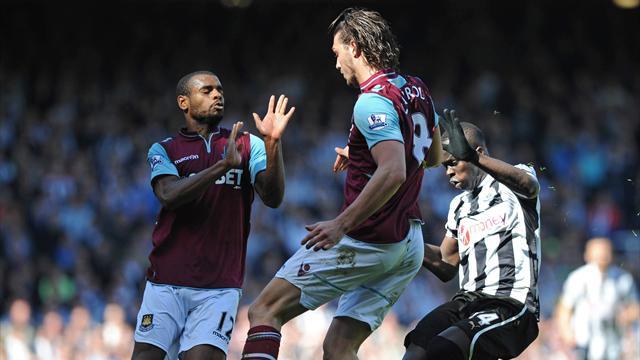 Premier League - Carroll frustrated as Newcastle win point at West Ham