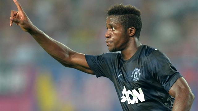 Premier League - Zaha rescues Moyes' United from another defeat