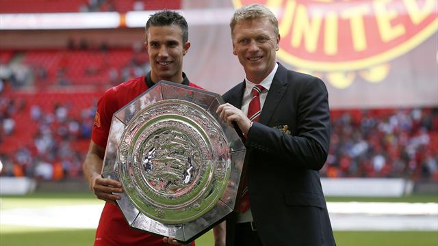 Premier League - Van Persie hands Moyes first Manchester United trophy