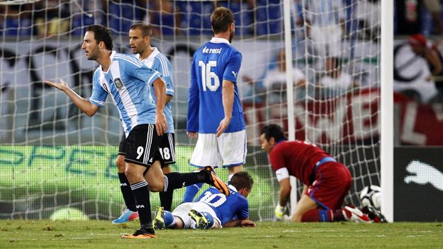 International friendlies - Higuain inspires Argentina to victory in Italy