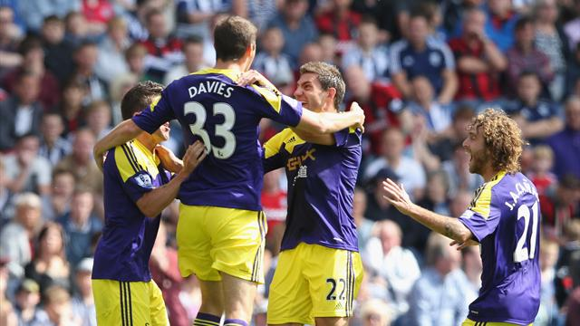 Premier League - Swansea send barren West Bromwich bottom