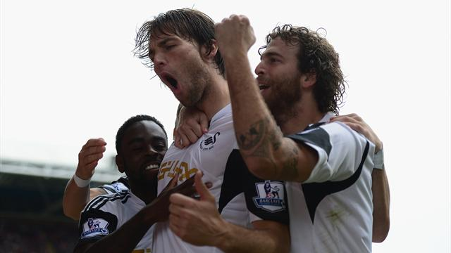 Premier League - Swansea ease past poor Palace