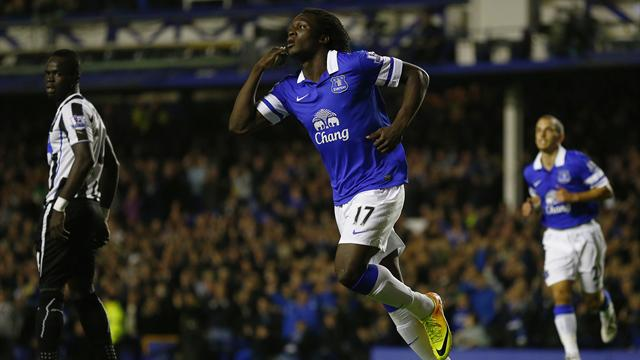 Premier League - Lukaku fires double as unbeaten Everton floor Newcastle