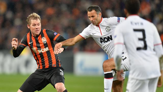 Champions League - Manchester United draw at Shakhtar as Giggs breaks record