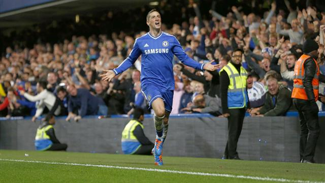 Premier League - Torres benefits from Hart blunder to send Chelsea second