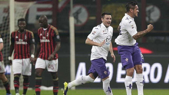 Serie A - AC Milan slump to defeat against Fiorentina