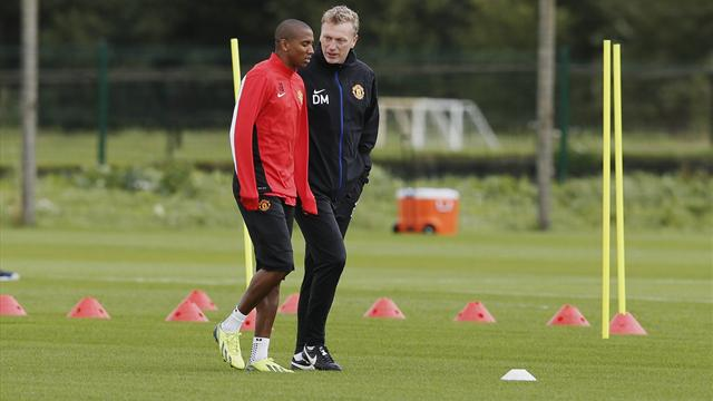 Champions League - Moyes defends Young after diving accusations