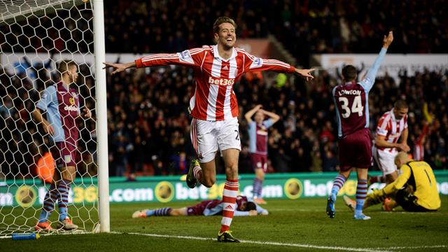 Premier League - Crouch secures controversial win over Villa