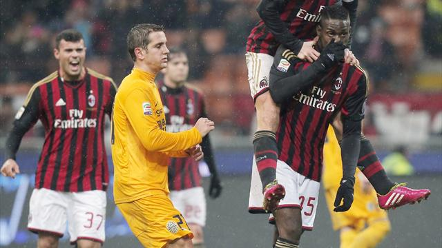 Serie A - Late Balotelli penalty gives Seedorf winning Milan start