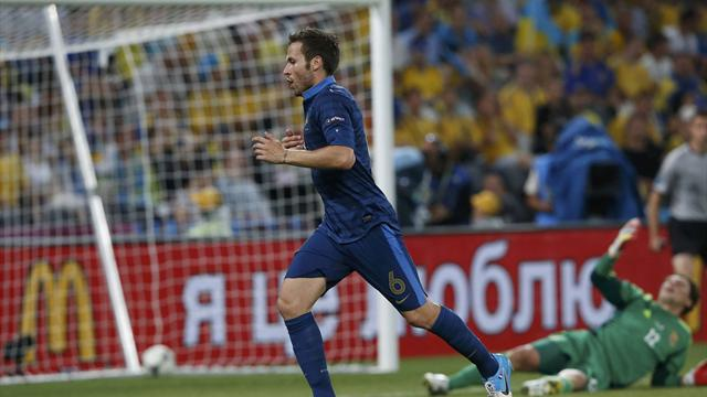 France keep calm in storm to down Ukraine