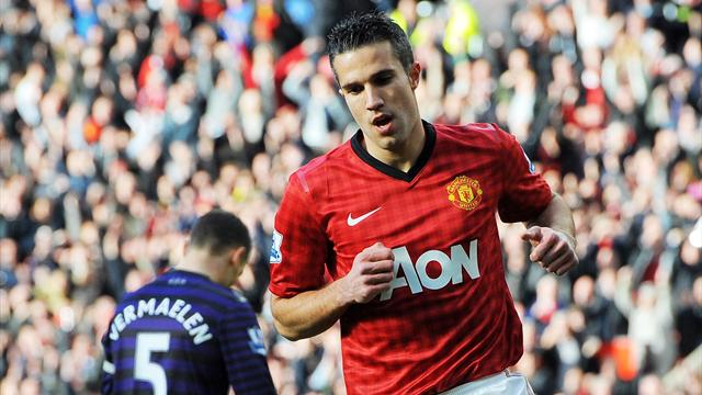 Premier League - Van Persie scores as United outclass Arsenal