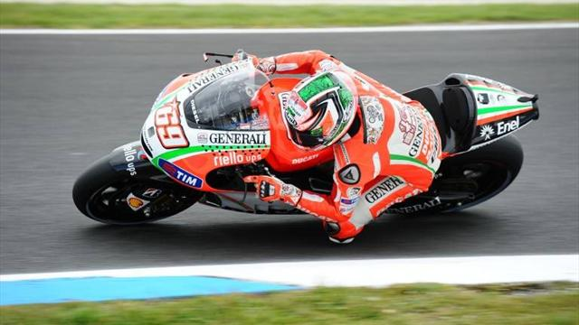 Motorcycling - Hayden tops wet first MotoGP practice in Valencia