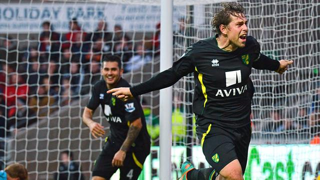 Premier League - Norwich beat Swansea in thriller