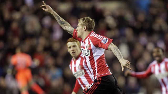 Premier League - Sunderland out of drop zone after beating Reading