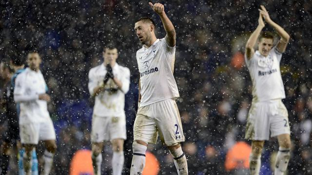 Premier League - Dempsey strikes at the death to deny United