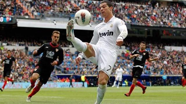 Liga - Ronaldo hat-trick sounds warning to United