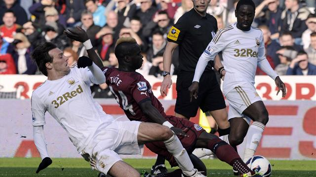Premier League - Swansea strike late to down Newcastle