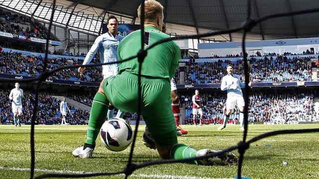 Premier League - Hart's gaffe mars City win