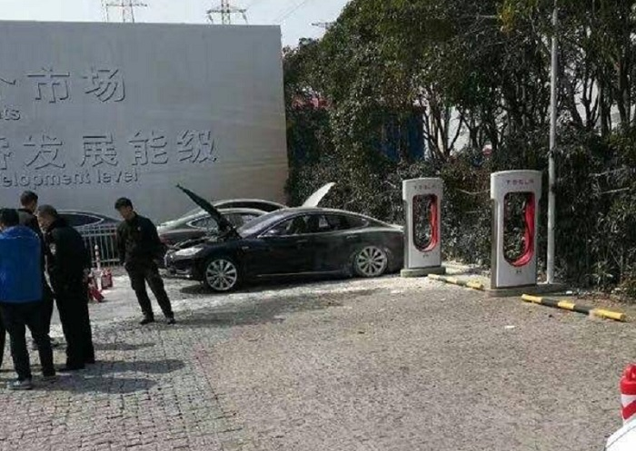 tesla-fire-supercharger-shanghai