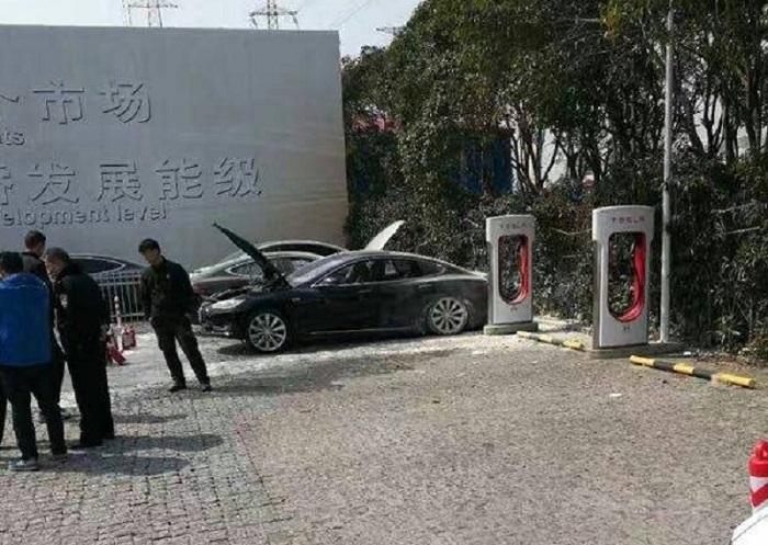 tesla-fire-supercharger-shanghai