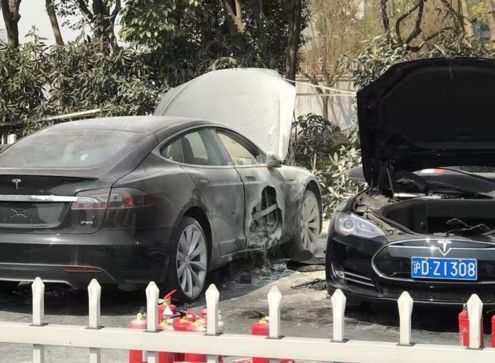 tesla-fire-supercharger