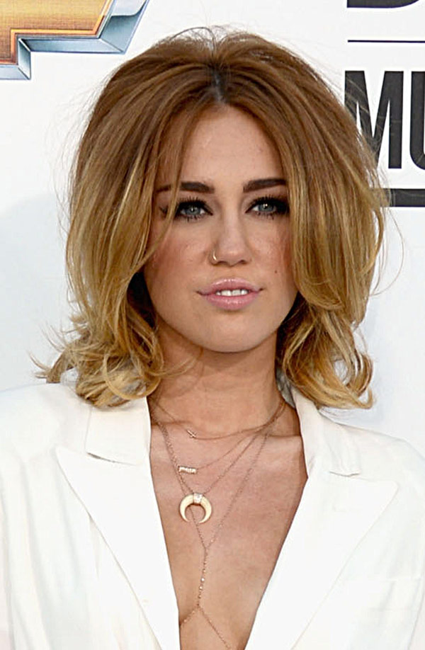 Miley_Cyrus_Love_Loathe_Billboard_Awards_RAW
