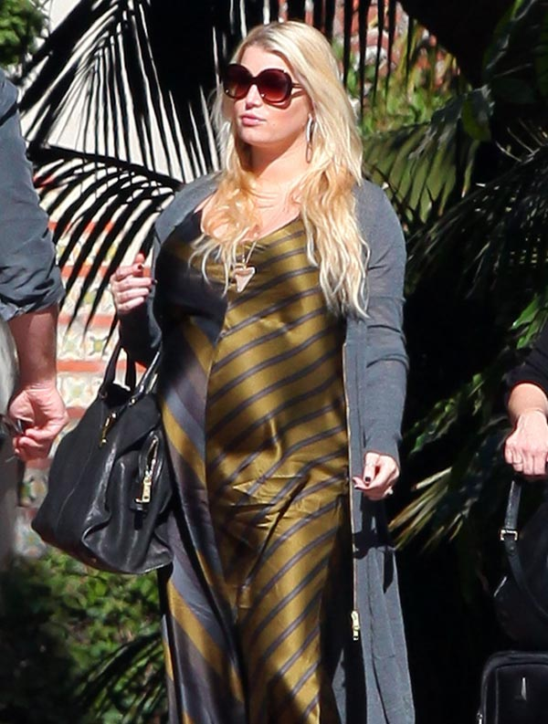 jessica-simpson-feature-FFN_Simpson_Jessica_DMFF3_012812_8667244