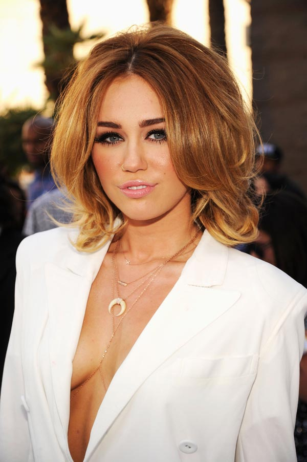 miley-boobs-ftr-128481_4697_ful