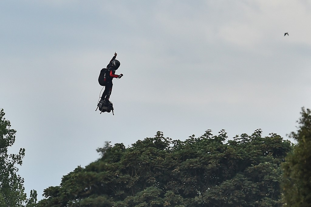 Frenchman achieves dream of first hoverboard Channel crossing