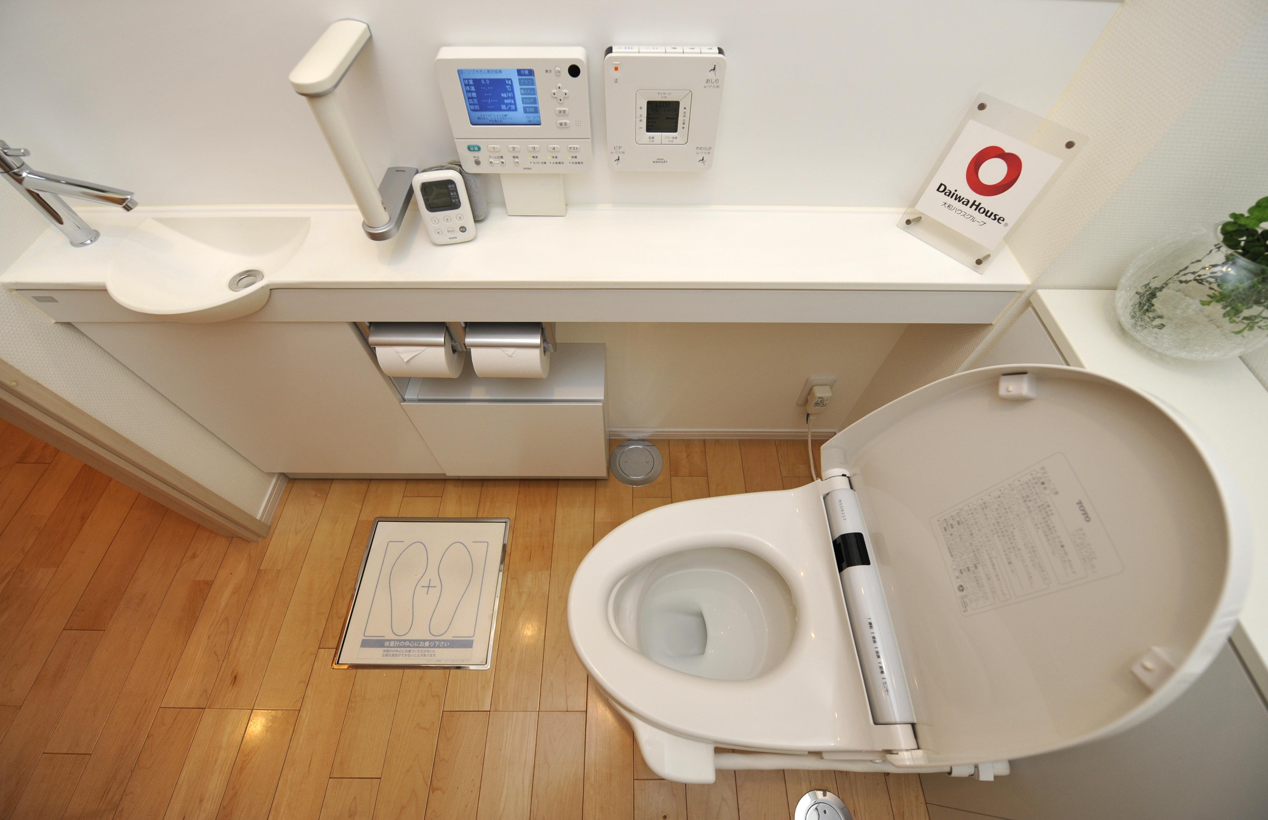 Шпионим в туалете 18 фотография