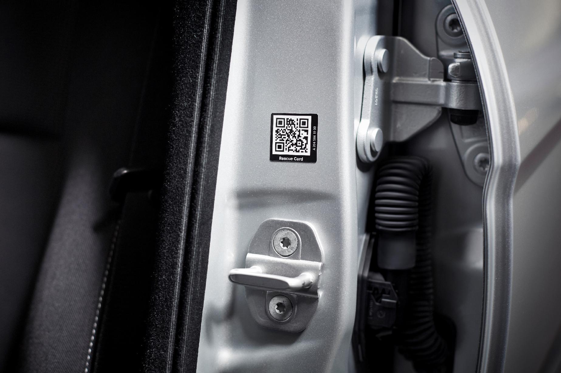 Mercedes-Benz Rescue Assist -QR codes