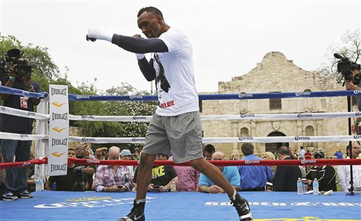 Austin Trout participates in a boxing workout in front of the Alamo. (AP)