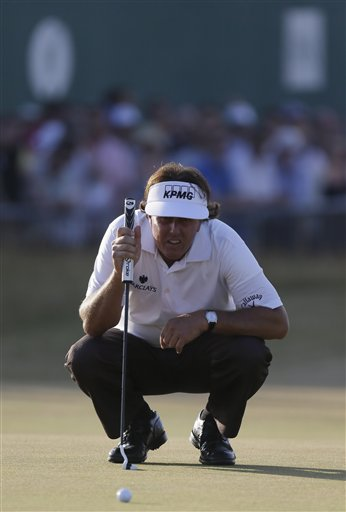 Phil Mickelson read the greens well enough on No. 18 to score a par-4 on Friday. (AP)