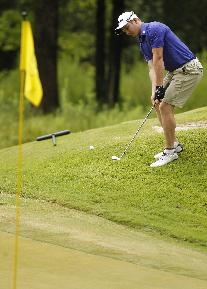 Geoff Drakeford, of Australia, chips onto the green during the final round of the Southern Amateur golf tournament Saturday, July 19, 2014, at The Honors Course in Ooltewah, Tenn