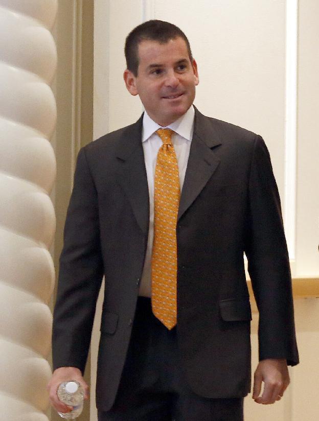 Miami Marlins president David Samson heads for morning meetings at baseball's general managers' meetings Thursday, Nov. 14, 2013, in Orlando, Fla