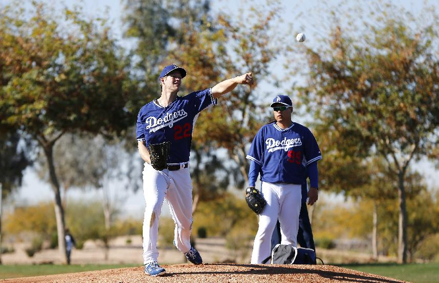 Los Angeles Dodgers' Clayton Kershaw, left, practices his pick off move as Hyun-Jin Ryu, of South Korea, stands near during spring training baseball practice Sunday, Feb. 9, 2014, in Glendale, Ariz