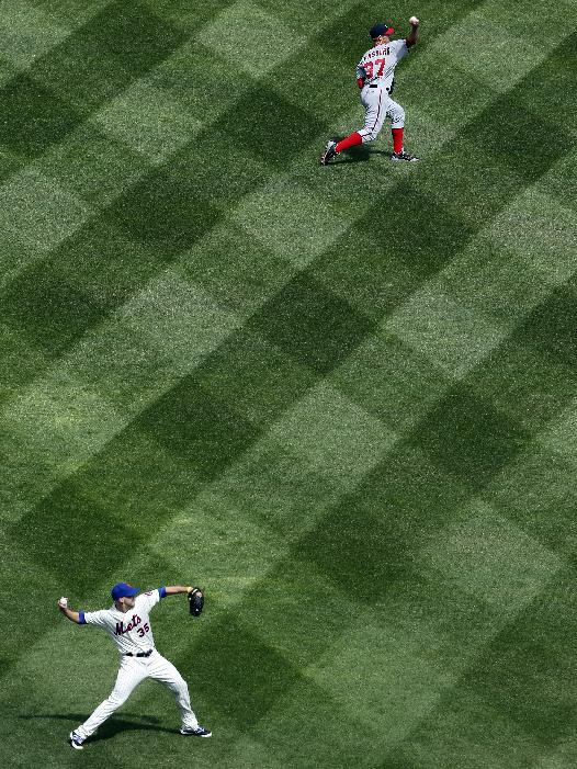 New York Mets starting pitcher Dillon Gee (35) and Washington Nationals starting pitcher Stephen Strasburg (37) warm up before the first inning of an baseball game on opening day at Citi Field, Monday, March 31, 2014, in New York