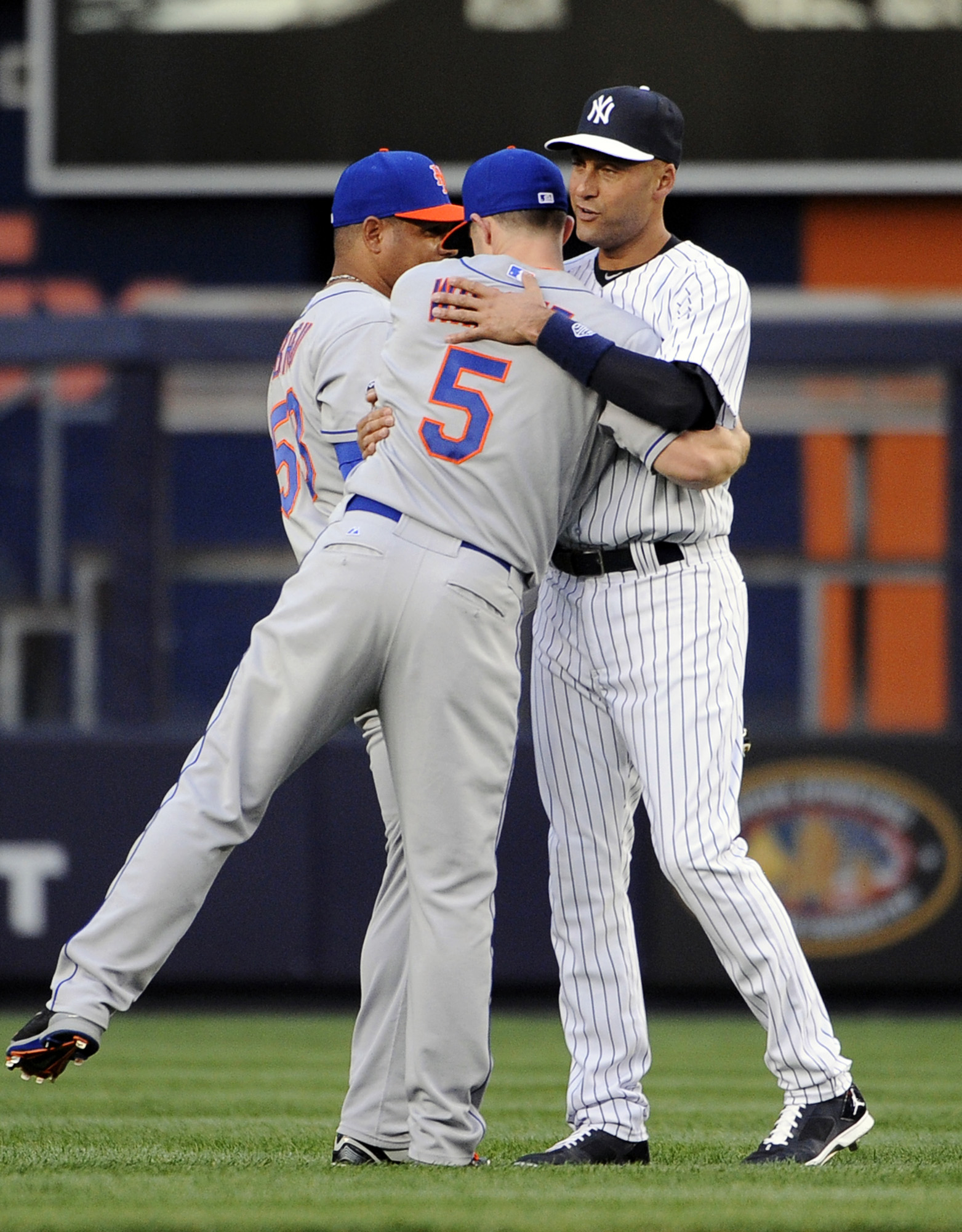 New York Mets' David Wright (5) hugs New York Yankees' Derek Jeter next to Bobby Abreu in the outfield before an interleague baseball game against the New York Yankees at Yankee Stadium on Monday, May 12, 2014, in New York