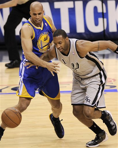 San Antonio Spurs' Tracy McGrady, right, and Golden State Warriors' Richard Jefferson, chase a loose ball during the second half of Game 5 of the Western Conference semifinal NBA basketball playoff series, Tuesday, May 14, 2013, in San Antonio. San Antonio won 109-91