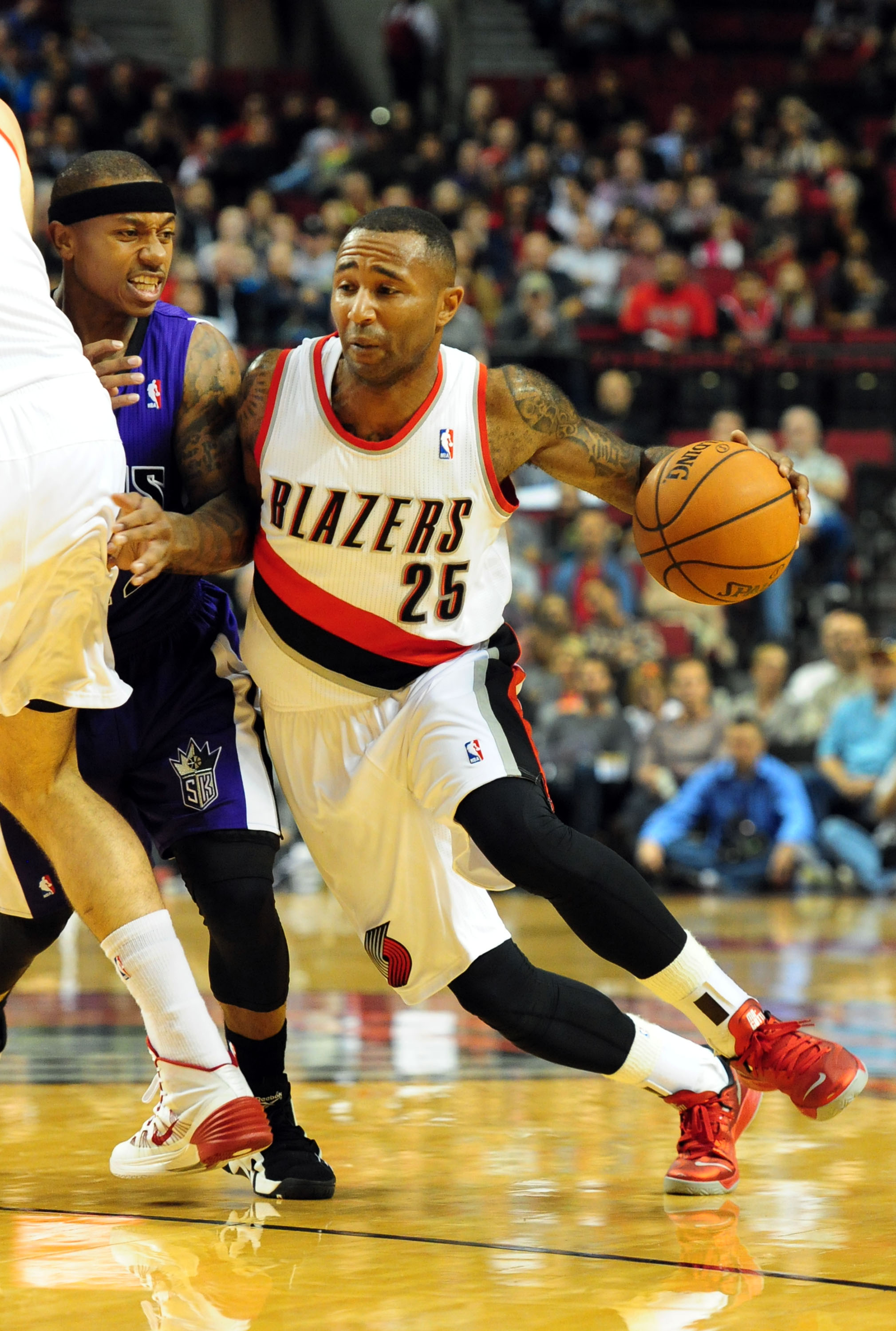 Portland Trail Blazers guard Mo Williams (25) dries to the basket past Sacramento Kings guard Isaiah Thomas (22) during the first half of an NBA basketball game Sunday, Oct. 20, 2013, in Milwaukee