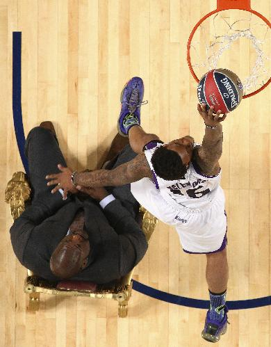 Ben McLemore of the Sacramento Kings dunks the ball as he flies over former NBA player Shaquille O'Neal during the skills competition at the NBA All Star basketball game, Saturday, Feb. 15, 2014, in New Orleans