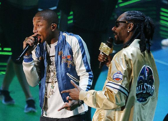 Rapper's Pharrell Williams and Snoop Dog, from left, rehearse before the NBA All Star basketball game, Sunday, Feb. 16, 2014, in New Orleans
