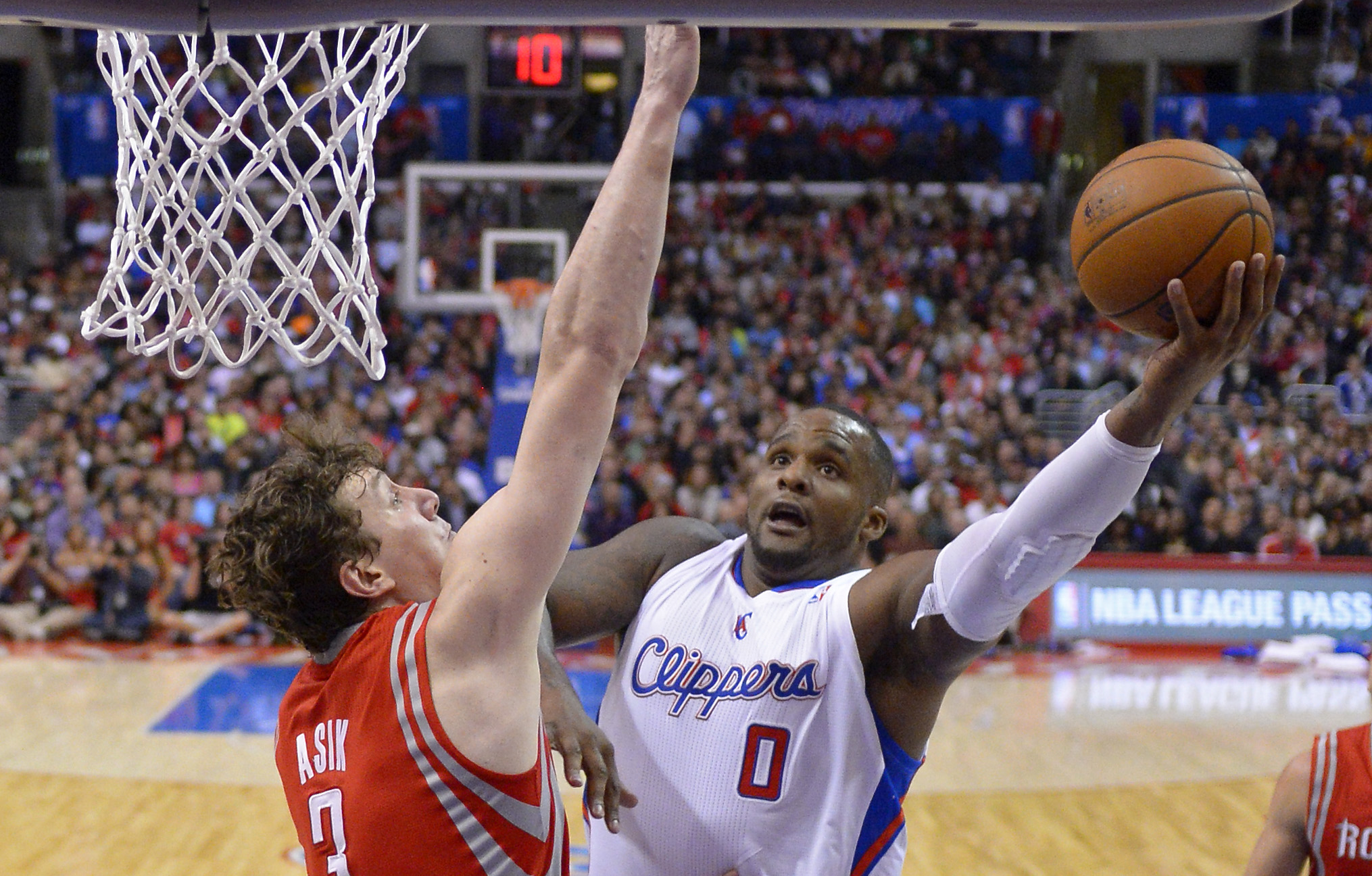 Los Angeles Clippers forward Glen Davis, right, puts up a shot Houston Rockets center Omer Asik, of Turkey, defends during the second half of an NBA basketball game, Wednesday, Feb. 26, 2014, in Los Angeles