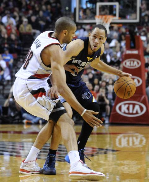 Memphis Grizzlies' Tayshaun Prince (21) drives against Portland Trail Blazers' Nicolas Batum (88) during the first half of an NBA basketball game in Portland, Ore., Sunday March 30, 2014