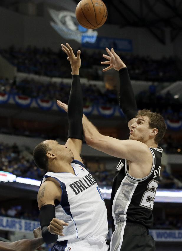 Dallas Mavericks' Shawn Marion defends against a shot by San Antonio Spurs' Tiago Splitter (22)  the second half of Game 4 of an NBA basketball first-round playoff series, Monday, April 28, 2014, in Dallas. The Spurs won 93-89