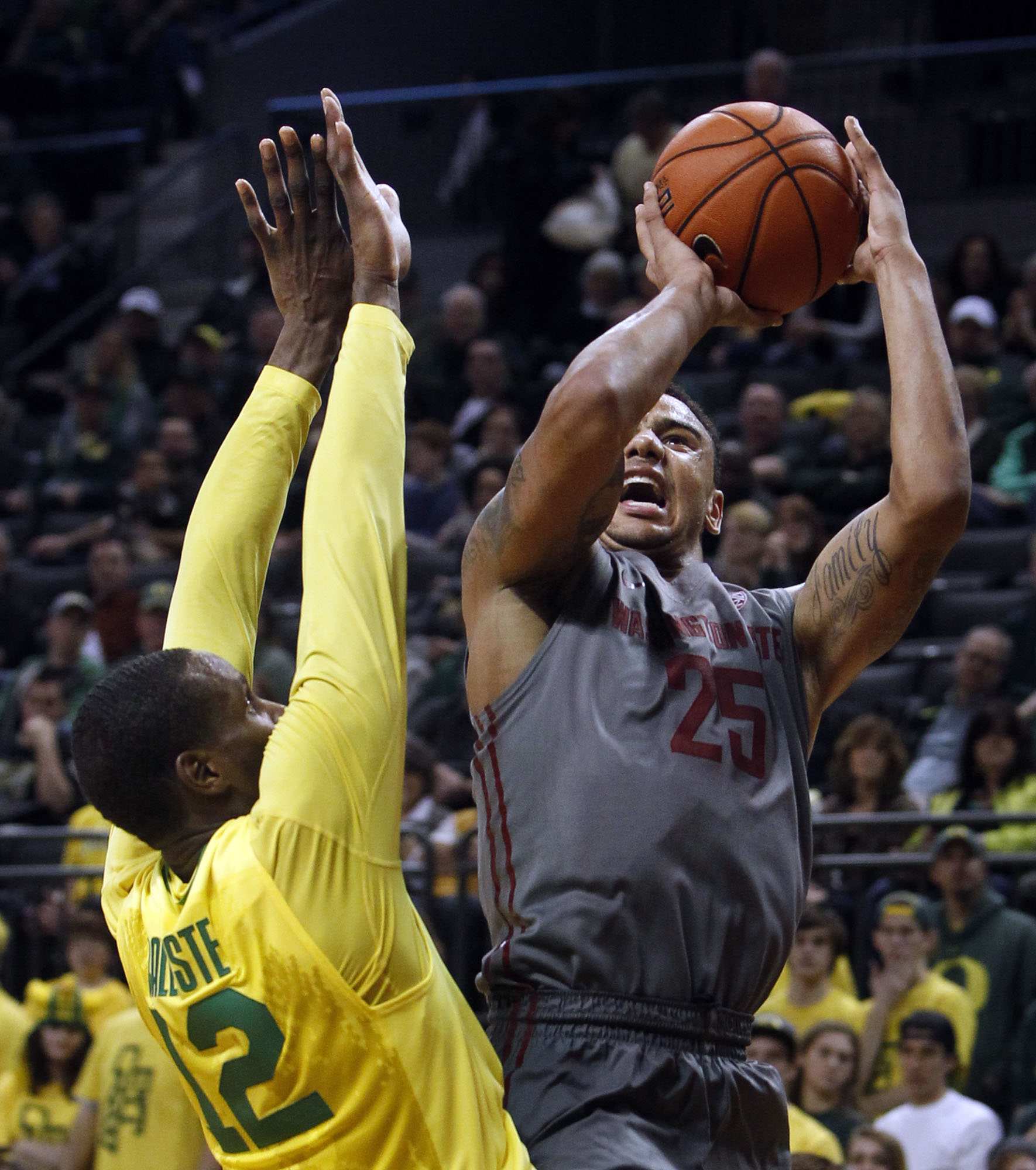 Washington State's DaVonte Lacy, right, shoots past Oregon's Jason Calliste during the second half of an NCAA college basketball game in Eugene, Ore., Sunday, Feb. 23, 2014