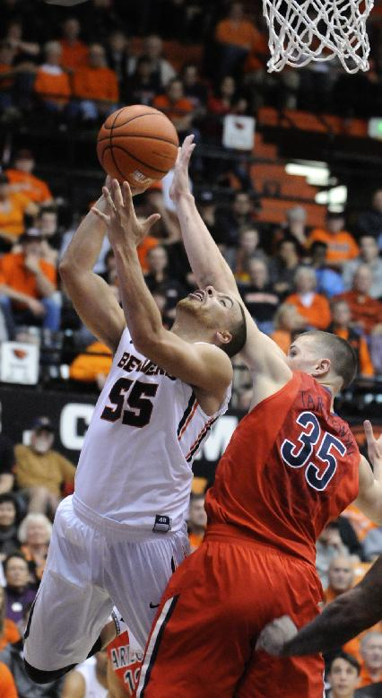 Arizona's Kaleb Tarczewski (35) defends a shot by Oregon State's Roberto Nelson (55) during the second half of an NCAA college basketball game in Corvallis, Ore., Wednesday March 5, 2014. Arizona beat Oregon State 74-69 in a game that was tied 10 times